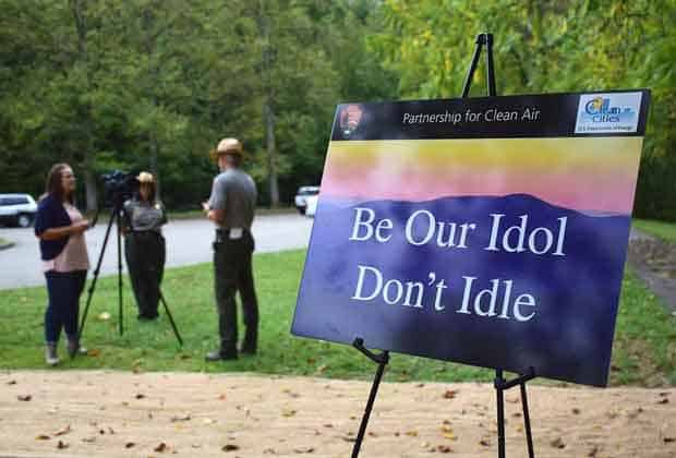 be-our-idol-dont-idle-sign